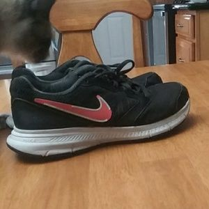 Black Nike Downshifter 6